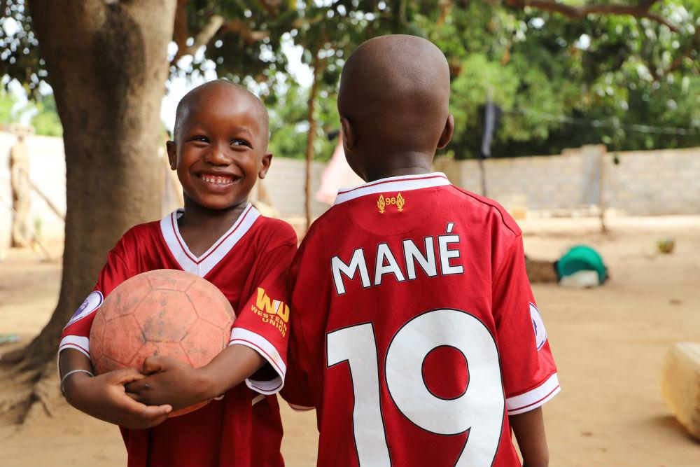 Youssoupha et Moussa, 3 et 4 ans, à Bambali, dans le village d'origine de Sadio Mané en Casamance.