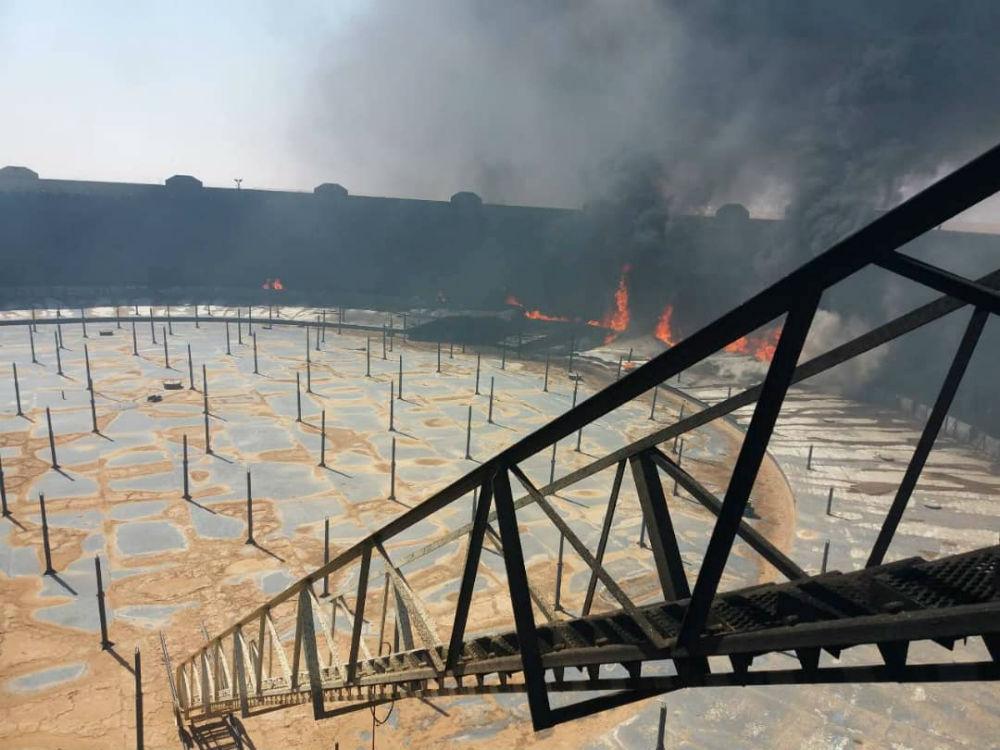 Incendie sur le terminal de Ras Lanuf, le 16 juin 2018 en Libye, après des affrontements entre factions rivales pour en prendre le contrôle.