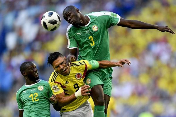 Un duel rugueux entre Kalidou Koulibaly et Radamel Falcao, le 28 juin 2018 au Mondial en Russie.