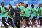 Le coach du Nigeria, Gernot Rohr, à l'entraînement avec les Super Eagles, le 25 juin 2018, pendant la Coupe du monde en Russie.