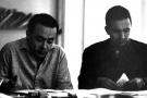 Béchir Ben Yahmed et Mohamed Ben Smaïl dans la salle de rédaction d'»Afrique Action» à Tunis, en 1960.