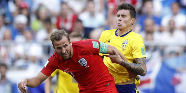 Harry Kane, l'inarrêtable buteur de l'équipe d'Angleterre, ici face au Brésil de Neymar lors de la Coupe du monde en Russie, le 7 juillet 2018.