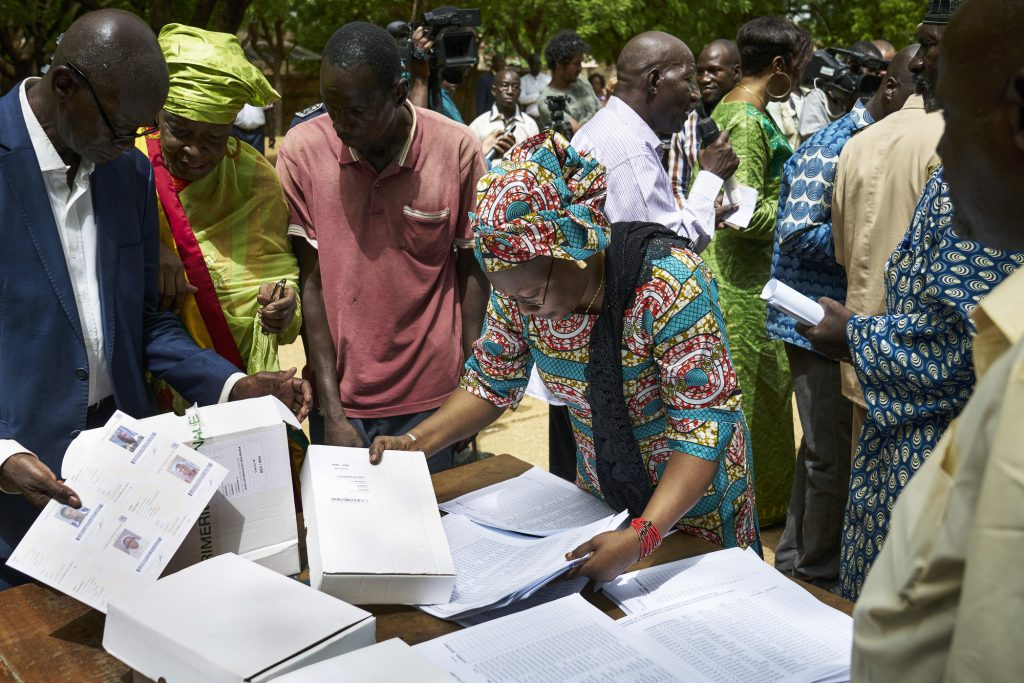 Distribution des cartes électorales à Bamako, le 20juin.