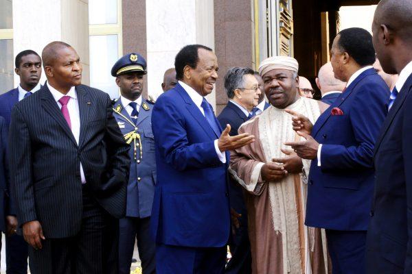 Ali Bongo Ondimba entouré de ses homologues (de g. à dr.) Faustin-Archange Touadéra (Centrafrique), Paul Biya (Cameroun) et Denis Sassou Nguesso (Congo) à Yaoundé, en 2016.