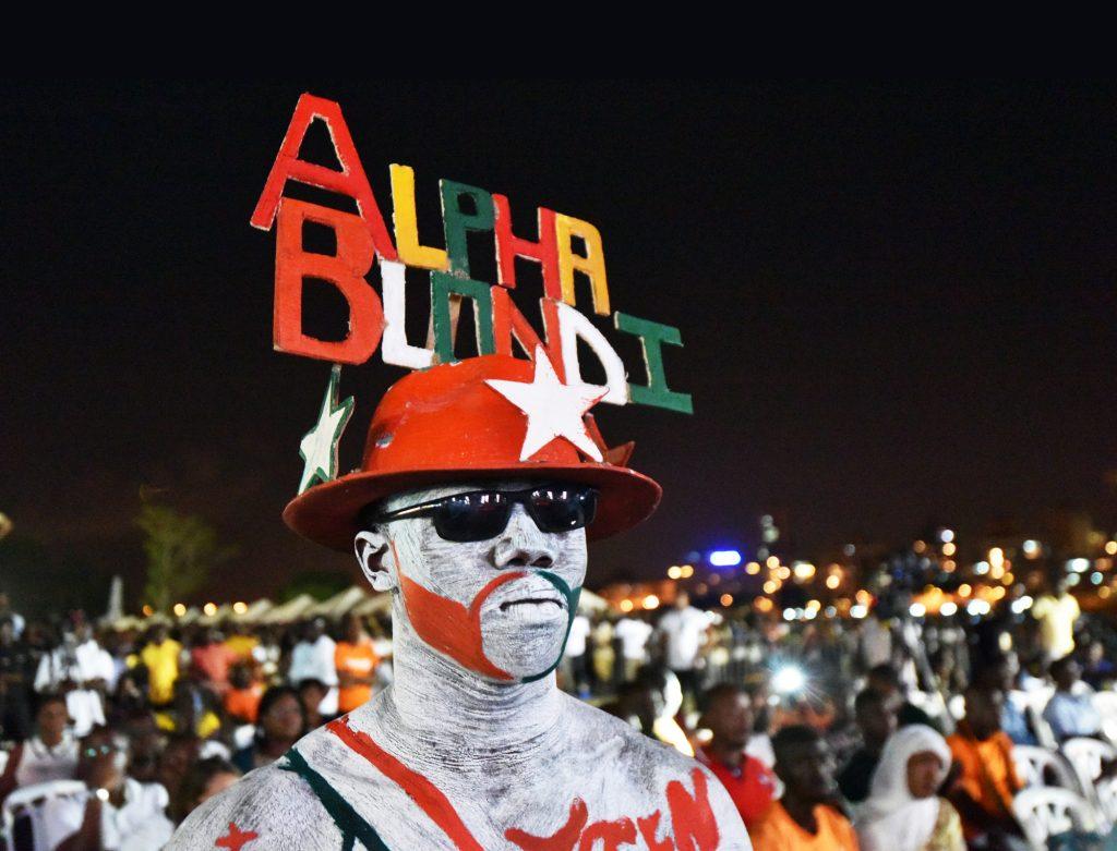 Un fan en 2015. Grâce à sa longévité musicale, sa radio, ses positions pacifistes, Alpha Blondy s'est imposé comme l'un des chanteurs préférés des Africains.