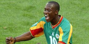 Khalilou Fadiga célèbre son but face à l'Uruguay, le 11 juin 2002 lors du Mondial, en Corée du Sud.