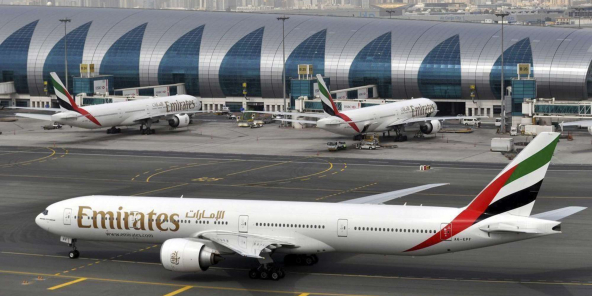 Un appareil de la compagnie Emirates, à l'aéroport international de Dubaï.