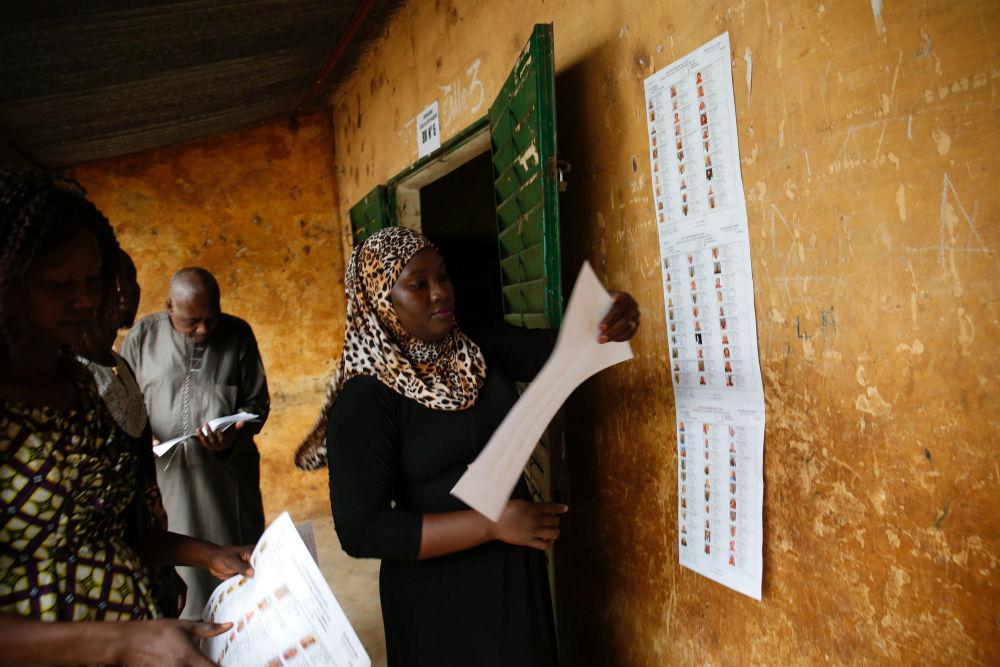 Dans un bureau de vote à Bamako, aux premières heures du vote du premier tour de la présidentielle, dimanche 29 juillet.