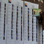 Opération de vote à Moroni, Comores, lors du référendum constitutionnel, le 30 juillet 2018.
