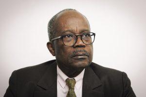 3- Casimir Oye Mba (Gabon), ancien gouverneur de la Banque des Etats d'Afrique Centrale (1978 - 1990), ancien Premier ministre du president Bongo (1990 - 1994), candidat a l'election presidentielle en 2009, puis en 2016 sous l'etiquette Union Nationale, avant de se retirer quinze jour avant le scrutin en faveur de Jean Ping. A Paris, le 05.10.2017.