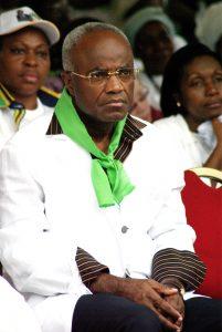 2- Jean Eyegue NdongLe candidat independant a l'election presidentielle gabonaise, Jean Eyegue Ndong (ex-premier ministre), lors du meeting de cloture de campagne de Andre Mba Obame autre candidat independant qu'il a raliie a Libreville le 29 Aout 2009. © Afrikimages