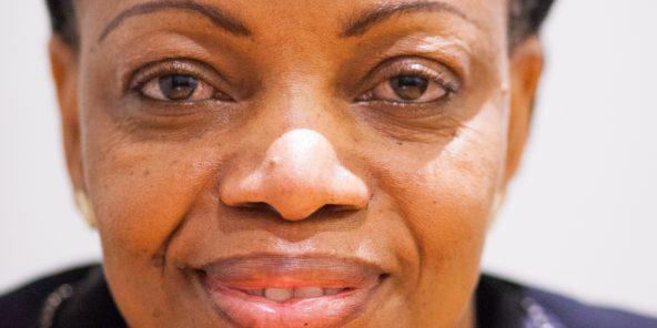 Eve Bazaiba Masudi, née le 12 août 1966 dans la province Orientale, est une femme politique du Congo-Kinshasa, membre du sénat repréentant Kinshasa depuis 2007. Elle a été membre de l'Union pour la démocratie et le progrès social. A Jeune Afrique le 24 avril 2015, Paris. Photo Camille Millerand pour JA