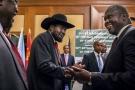 Salva Kiir (à gauche) et Riek Machar lors des négociations de paix à Addis-Abeba, le 21 juin 2018.