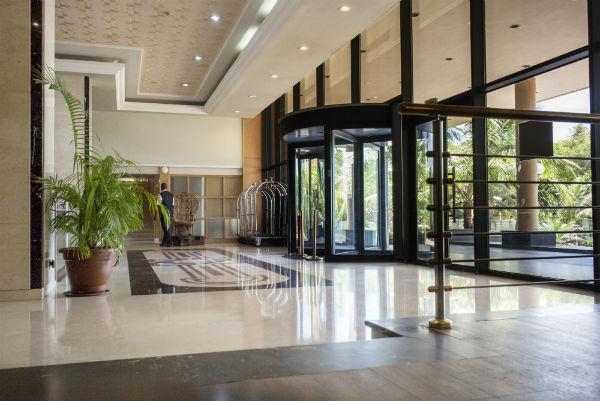 Depuis le départ de la Minusma, en 2016, les portes de l'hôtel de l'Amitié, à Bamako, sont à nouveau ouvertes aux clients.