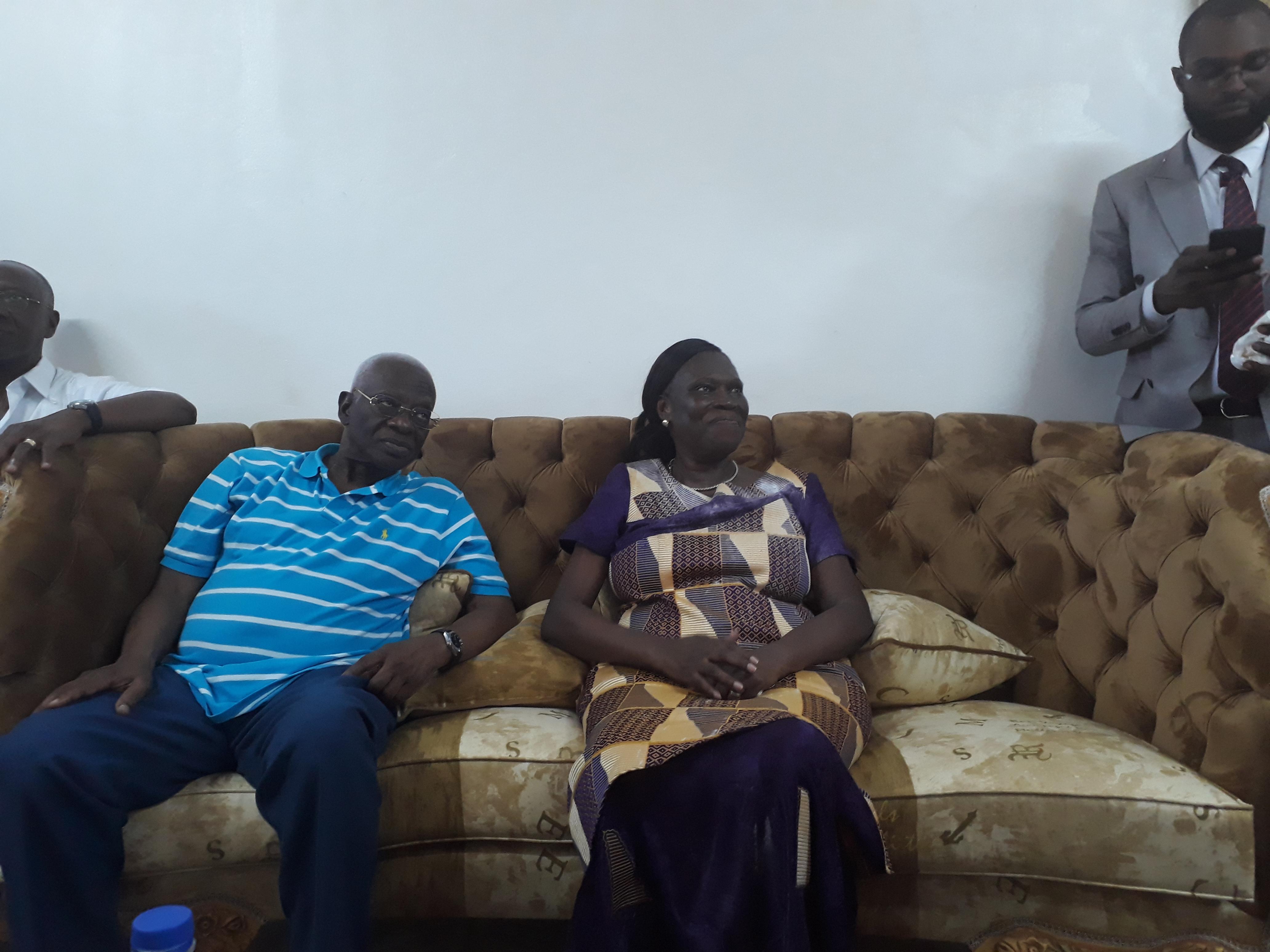 Simone Gbagbo, dans sa résidence de la Riviera du Golfe, aux côtés d'Aboudramane Sangaré, mercredi 8 août 2018.