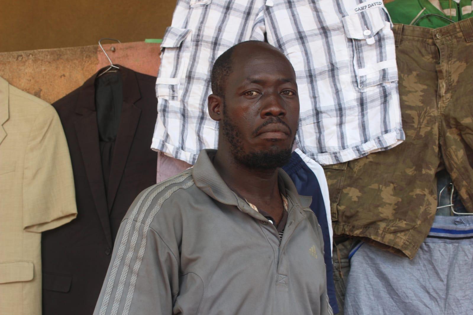 Moussa Keïta, vendeur de rue à Bamako et abstentionniste revendiqué.