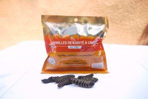 Un échantillon de 150 grammes de chenilles de karité épicées, à croquer.