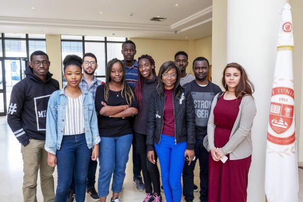 Des étudiants de l'université Tunis-Carthage, à la Soukra, en mai.