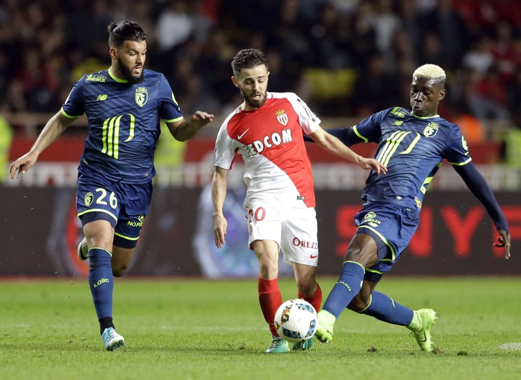 Yves Bissouma (à droite) lors d'un match de football de la League One entre Monaco et Lille, au stade Louis II, à Monaco, dimanche 14 mai 2017.