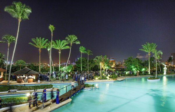 La piscine et les jardins, en mars 2016&