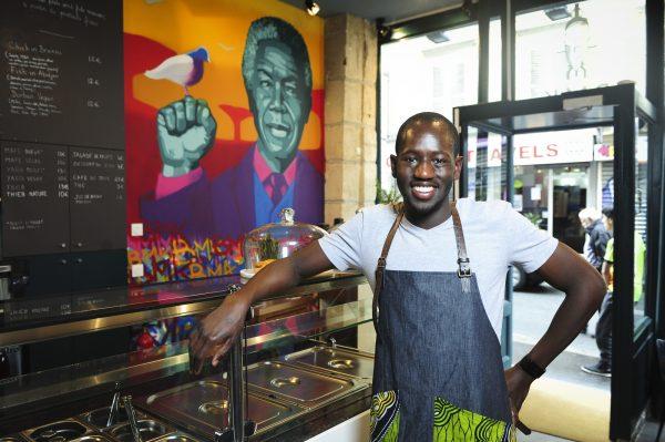 Fousseyni Djikine (France - Mali), entrepreneur, créateur et gérant du restaurant BMK, également lieu de vente de produits africains a Paris, notament ceux de la marque Joe & Avrels.Le 25.08.2017.© V. Fournier/Jeune Afrique-REA