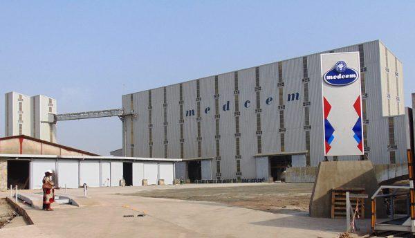 Cimenterie Medcem, à Douala (zone portuaire) © Facebook, 2009