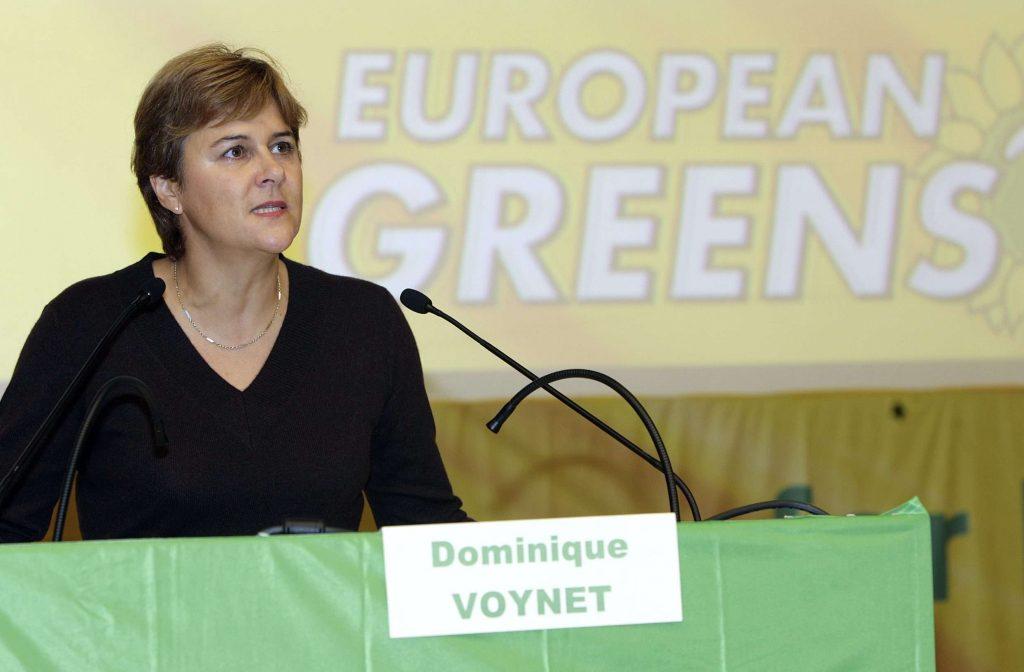 Dominique Voynet, inspectrice générale des Affaires sociales, ici s'adressant aux participants du 2e Congrès des partis verts européens, à Genève en 2006.