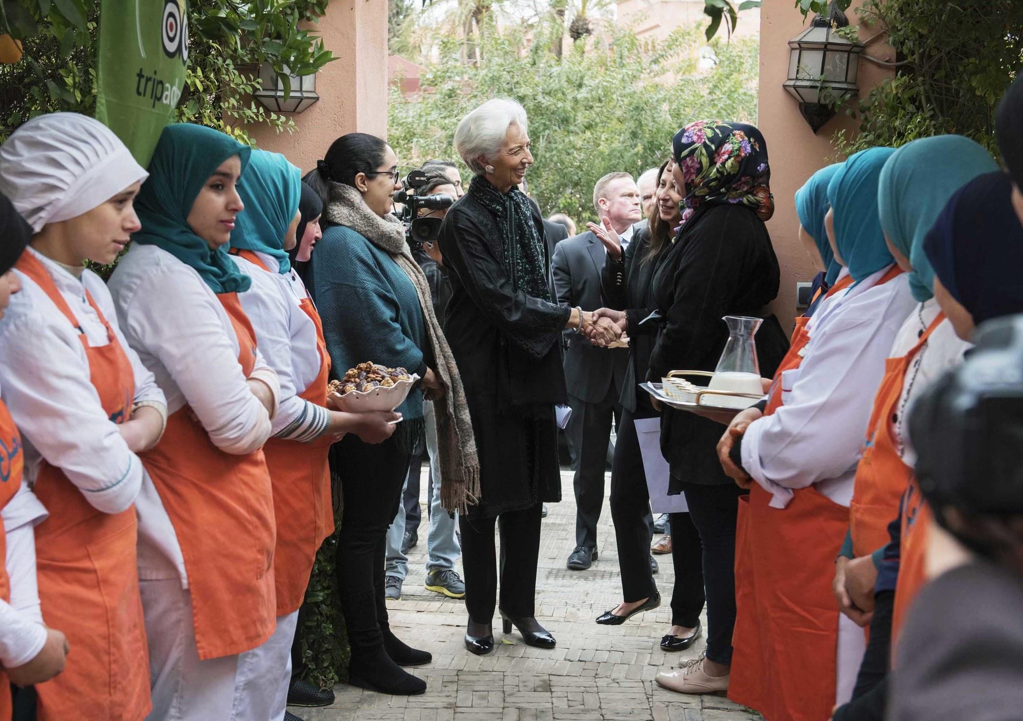 Visite à l'association Amal avant une conférence sur la croissance, l'emploi et l'inclusion dans le monde arabe, le 29 janvier, àMarrakech.