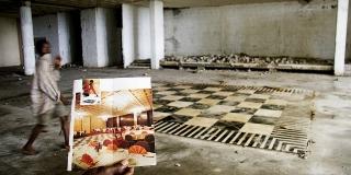 Plusieurs groupes hôteliers souhaitent reprendre l'hôtel Ducor, au Liberia. Ici, la salle à manger en ruines.