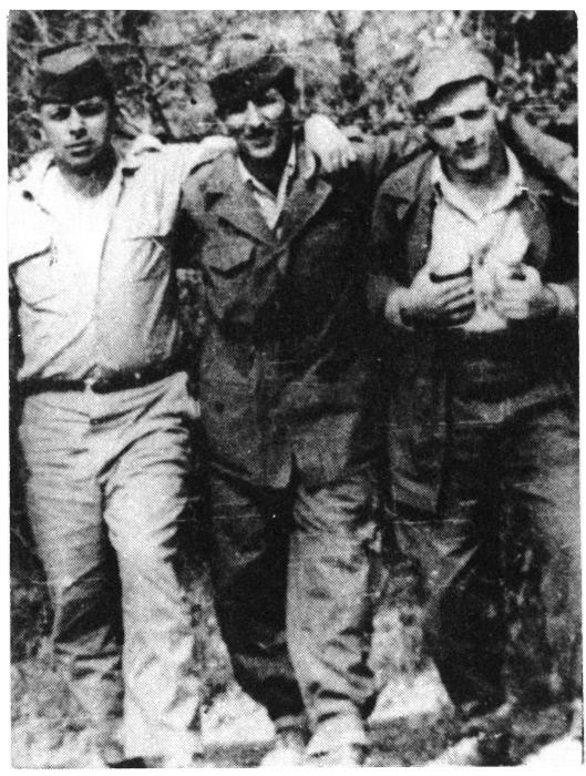 De gauche à droite : Abane Ramdane, le colonel Sadek, Larbi Ben M'Hidi dans le maquis en 1957.
