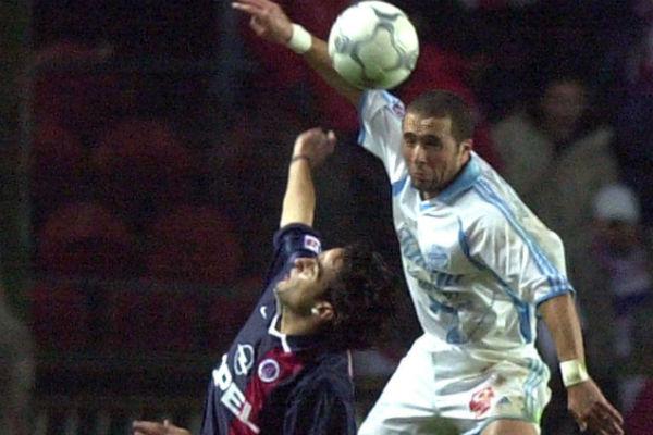 Djamel Belmadi, en 2001, sous les couleurs de l'OM (d.).