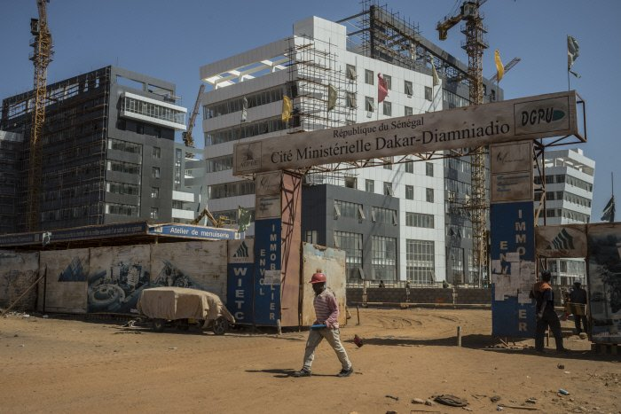 Constructions des bâtiments ministériels à Diamniadio, a 35 kilomètres de Dakar. 2 mars 2018.