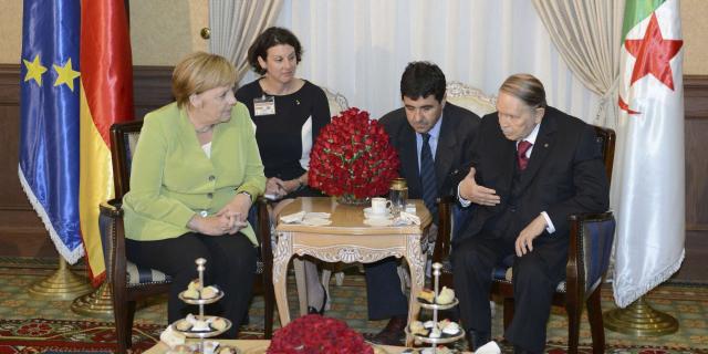 À Alger, Angela Merkel évoque le rapatriement des harragas algériens