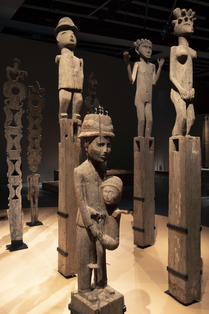 """Vue de l'exposition """"Madagascar, Arts de la Grande Île"""". Du 17 septembre 2018 au 1er janvier 2019."""
