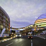 Le Convention Center de Kigali jouxte l'hotel Radisson Blu. Photo : Vincent Fournier/Jeune Afrique  Salle de Congres Batiment Nuit Capitale Ville Sommet