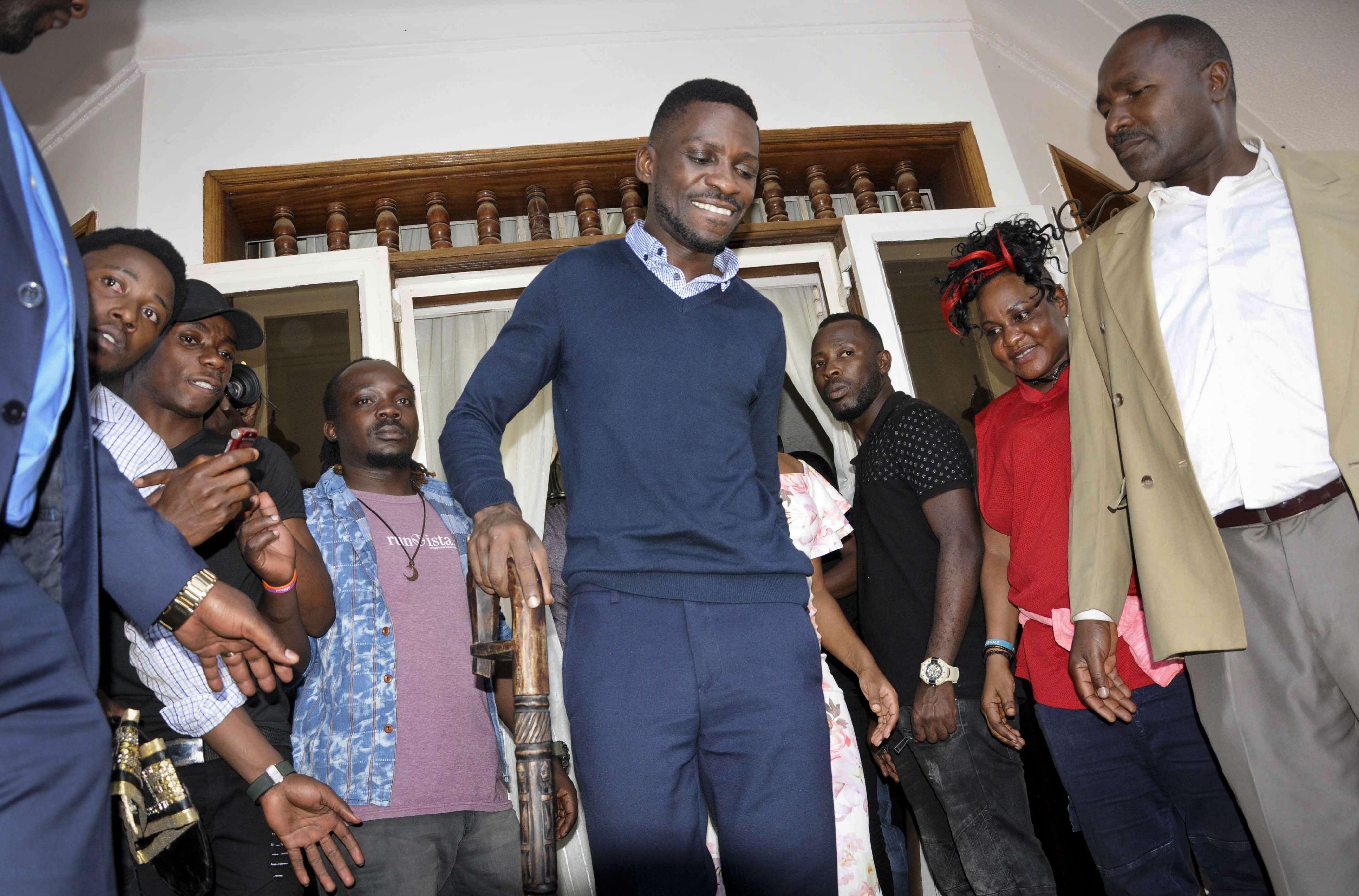 Bobi Wine accueilli par des partisans à son domicile à Kampala, le 20 septembre 2018.