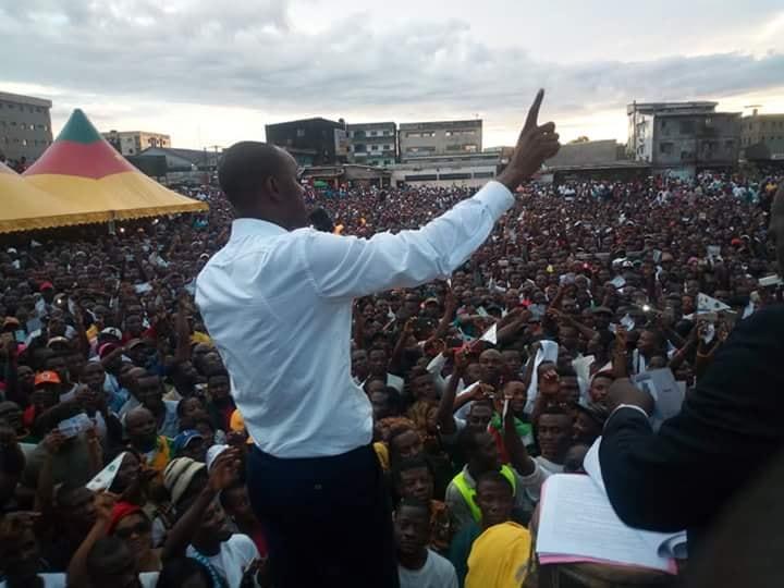Cabral Libii, lors d'un meeting à Douala le 23 septembre 2018.