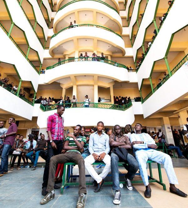 Dans le hall de l'université Kofi-Annan-de-Guinée (Ukag), à Conakry.
