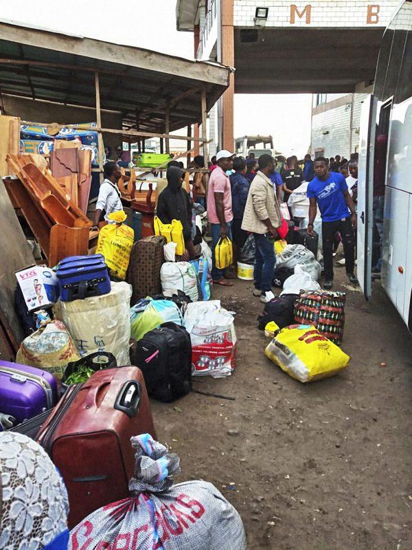 Le 15juillet, à la gare routière de Buéa, des habitants des régions anglophones fuient les violences.