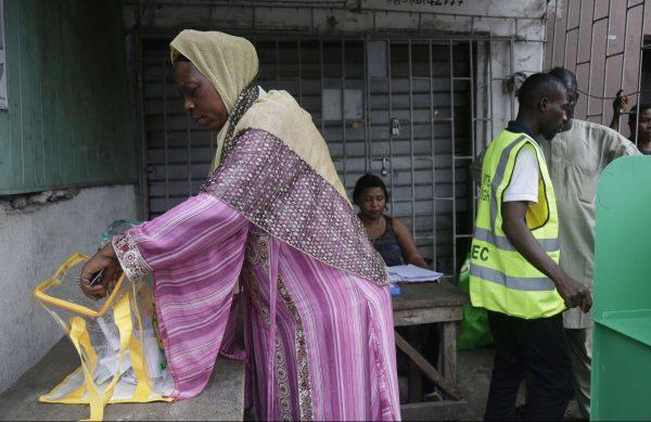Vote lors des élections locales de Lagos, au Nigeria, en juillet 2017.