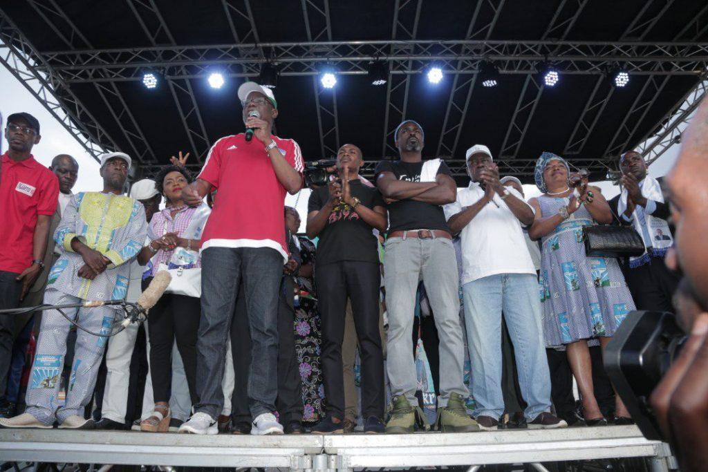 Maurice Kamto lors du meeting à l'esplanade du stade omnisports de Yaoundé.