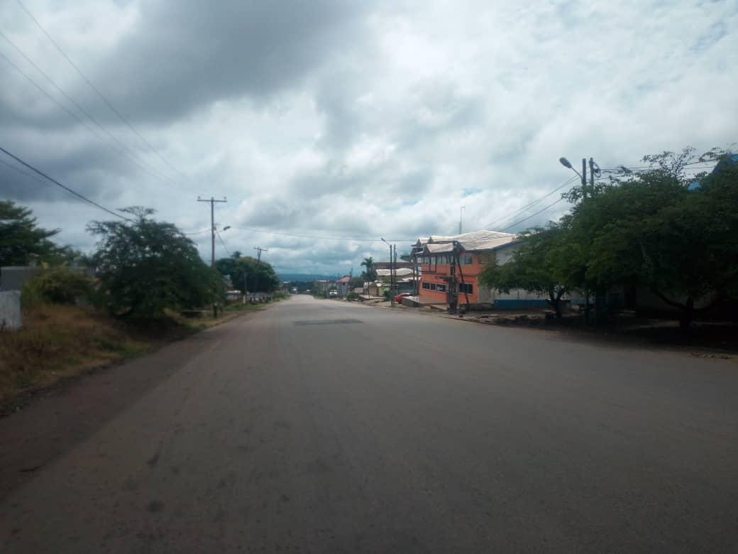Une vue de Molyko, l'une des principales artères de la ville de Buea, le 7 octobre 2018, jour de l'élection présidentielle.