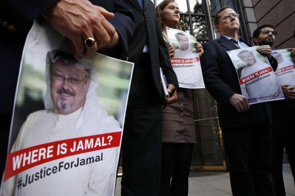 Des manifestants à la recherche de la vérité concernant la disparition du journaliste saoudien Jamal Khashoggi le 2 octobre au consulat saoudien d'Istanbul.
