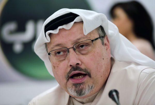 Le journaliste Jamal Khashoggi en février 2015 lors d'une conférence de presse.