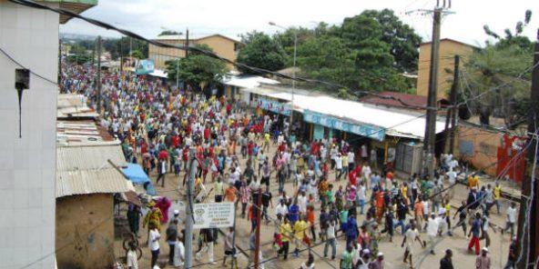 Le 28 septembre 2009, des manifestants se dirigent vers le Stade du 28-Septembre, à Conakry, en Guinée.