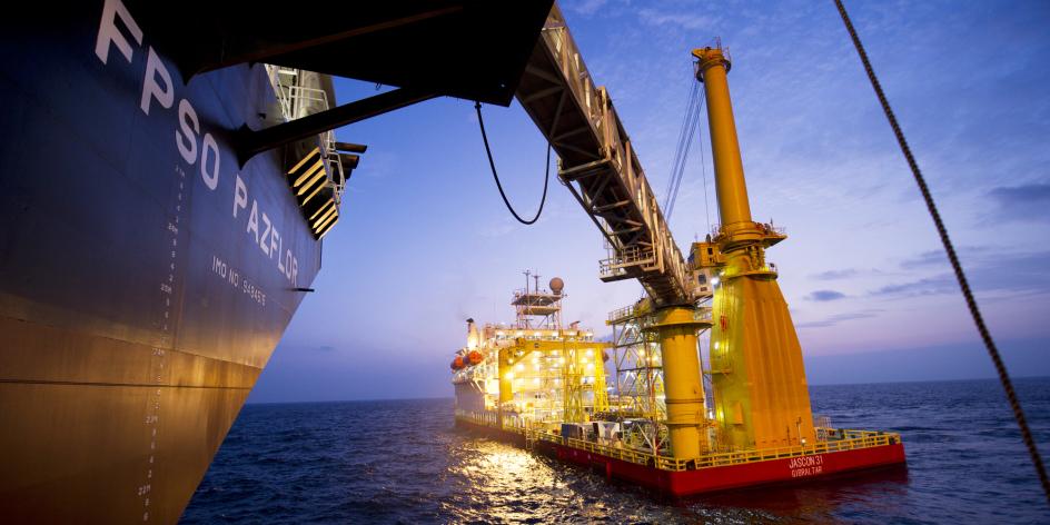 La plateforme Pazflor, au large de l'Angola, est la plus grande barge flottante pétrolière du monde (illustration).