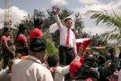 Marc Ravalomanana, l'ancien président de Madagascar et actuel candidat à l'élection présidentielle de 2018, entouré de ses soutiens, le 25 août 2018 à Antananarivo.
