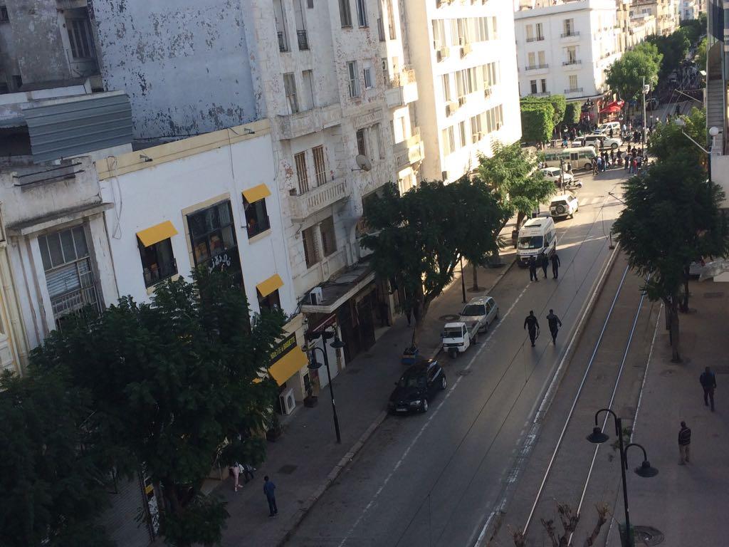 L'avenue Habib Bourguiba bloquée après l'attentat-suicide du 29 octobre.