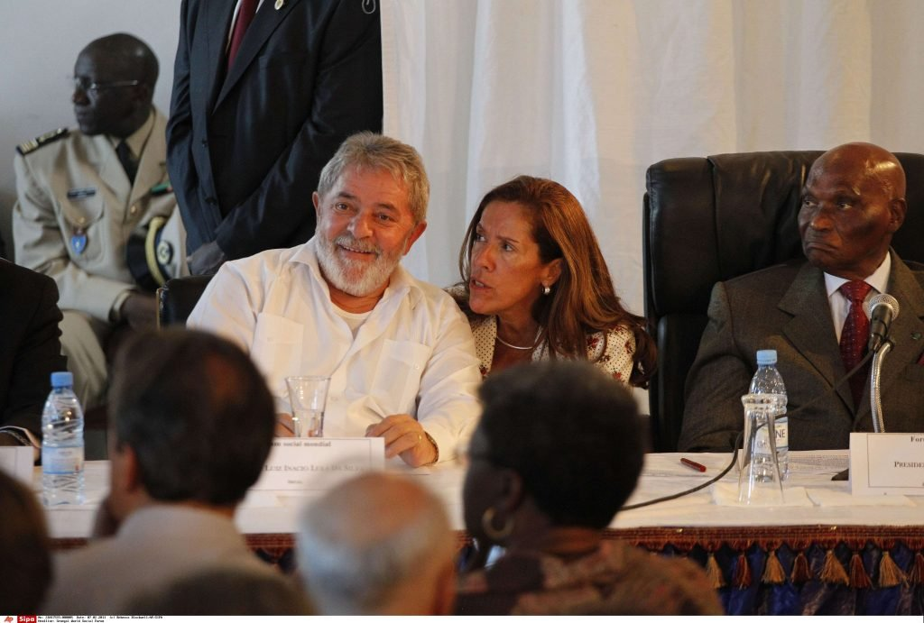 L'ancien président brésilien Lula aux côtés du chef de l'Etat sénégalais Abdoulaye Wade, en 2011 lors du Forum social mondial de Dakar.