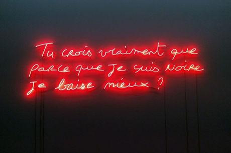 Une installation de l'artiste Valérie Oka au centre d'art Wiels de Bruxelles, en2015